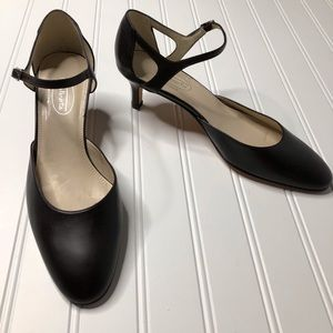Talbots Black leather round toe heal made Spain